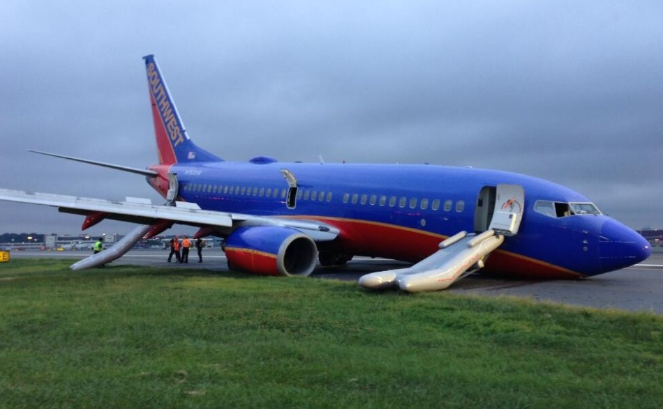 Southwest B737-700 N753SW at New York-La Guardia Airport, NY after Unstable Approach and NLG Collapse (Credit: NTSB)
