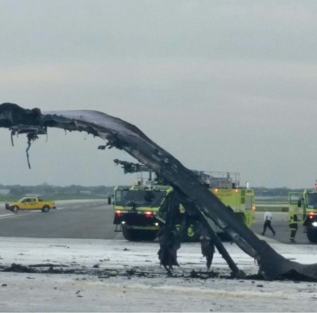 Damaged Wing of AA B767-300 N345AN (Credit: unknown)