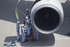 ANA maintenance personnel inspecting an engine at Tokyo-Haneda (Credit: Maarten Visser)