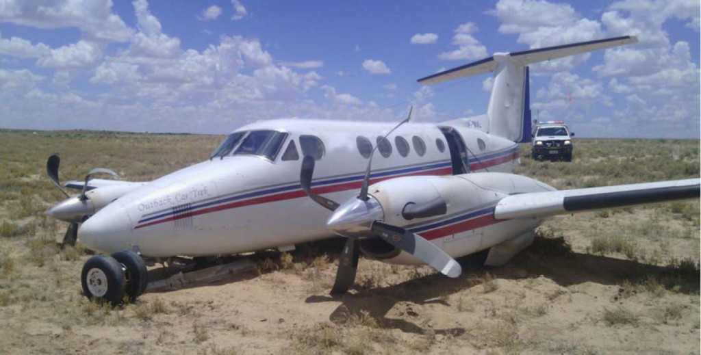 Wreckage of RFDS King Air 200 VH-MVL at Moomba Airportm SA (Credit: Airport Operator via ATSB)