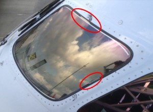 United Airlines B787-800 N26906: Seal Damage Captain's Windshield (Credit: via NTSB)