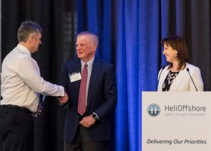 Tim Rolfe of Bristow receives his award from Bill Chiles and Gretchen Haskins (Credit: HeliOffshore)
