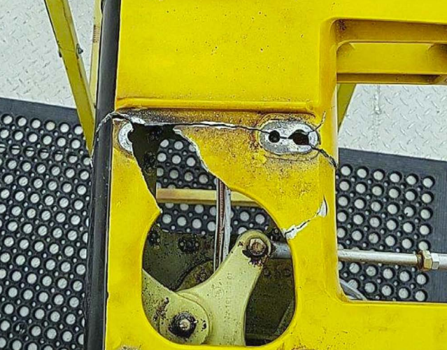 Cracks in TGB Mounting, PHI Bell 407 N457PH (Credit: NTSB)