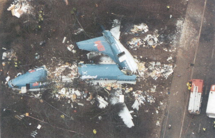 Wreckage of British Midland B737-400 G-OBME, Kegworth 8 January 1989 (Credit: AAIB)