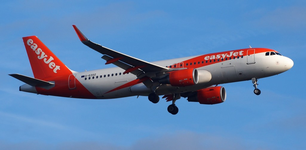 Easyjet Airbus A320-214 G-EZOZ on Approach (Credit: Alf van Beem)