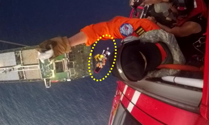 Hoisting: NASC AS365N2 NA-104: Not Altitude Increase and patient has One Arm Raised (Credit: TTSB)