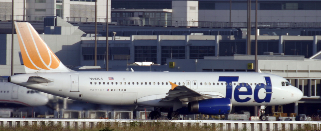 United A320 N442UA in Contemporary TED Colour Scheme (Credit:  Tomás Del Coro, CC BY-SA 2.0)
