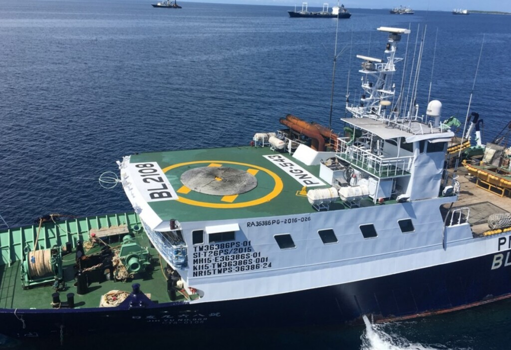 Similar Tuna Boat and Helideck (Note the odd deck markings, odd rope coil arrangement and the confined space even for a D value of 9.4m helicopter) (Credit: via NTSB)