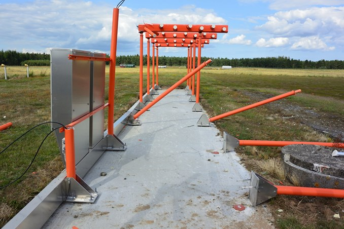 Damage to the Antenna Mast System of the Localiser for Runway 28L (Credit: AIB Denmark)