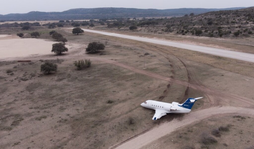 Wreckage of Canadair Challenger CL600 N813TW at Ox Ranch, TX (Credit:  Ox Ranch Airport via NTSB)