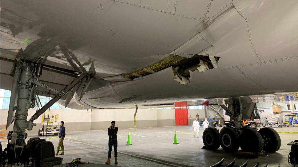 Fuselage Damage to United Airlines Boeing 777-222 N772UA (Credit: NTSB)