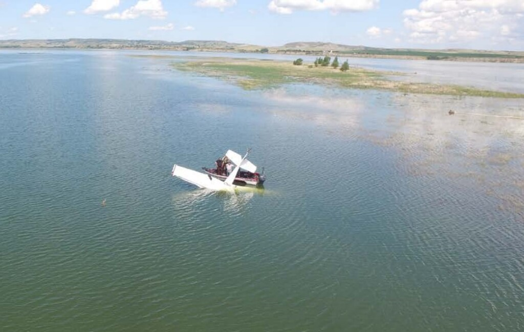 Wreckage of C152 N24515 in the Missouri River (Credit: Morton County Sheriff's Dept via NTSB)