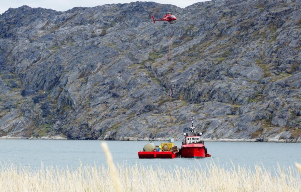 Air Greenland Airbus AS350B3 OY-HGT Conducting HESLO from the Barge (Credit: AIB Denmark)