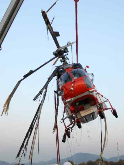 Wreckage of Korea Forest Service (KFS) Kamov Ka-32T HL9419 Being Recovered after Water Impact (Credit: ARAIB)