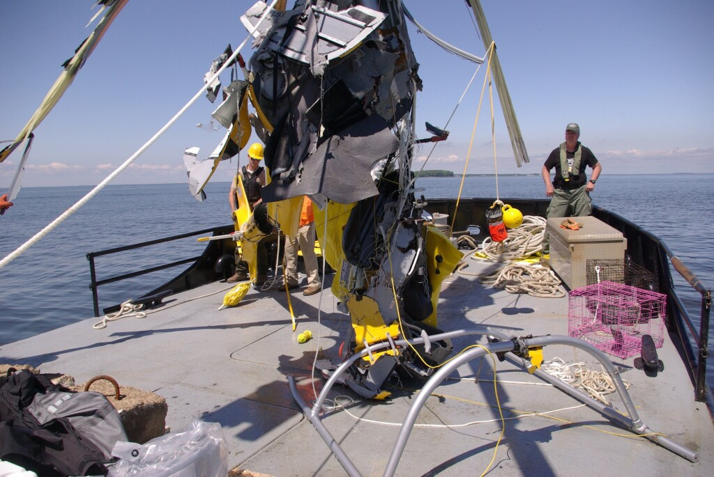 Salvage of Wreckage of Guimbal Cabri G2 N572MD from Chesapeake Bay (Credit: MD Department of Natural Resources via NTSB)