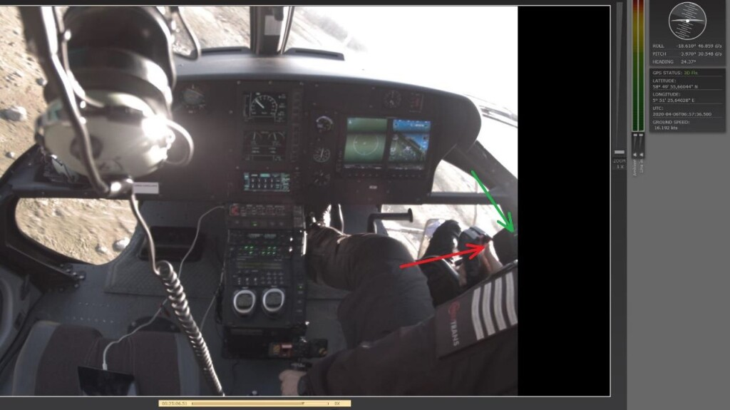 Two green lights (green arrow) can be seen on the far right in the image, indicating that the cargo hook load has exceeded 100 kg. The commander pressed the switch on the cyclic stick to release the cargo (red arrow). At this point in time, after spinning out of control, the helicopter had turned 116 degrees to the left. The nose angle had dropped to -4 degrees. (Credit: NSIA()